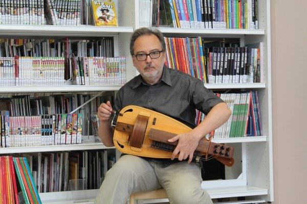 """Yves Deplasse, """"Je te donnerai"""", conte et vielle à roue"""